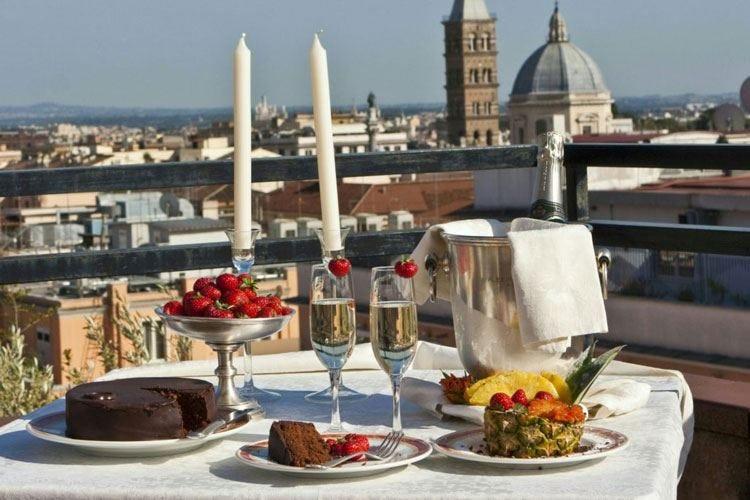 L'omaggio a Roma dell'hotel Diana ai festeggiamenti dei suoi 80 anni
