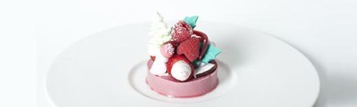 Panna cotta ai lamponi con gelatina ai frutti rossi e fragole