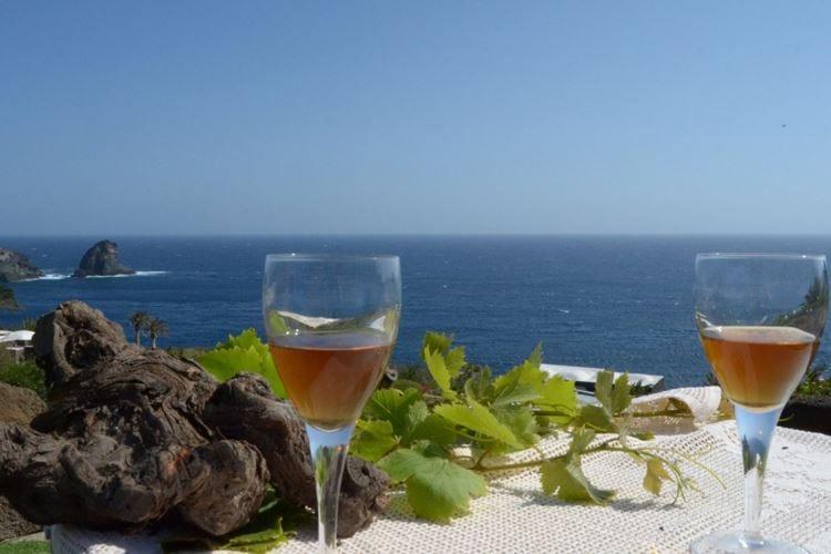"""Pantelleria, l'enogastronomia si racconta al """"Doc Festival"""""""