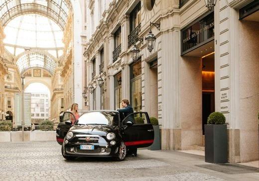 Gli ospiti del Park Hyatt Milano visiteranno la città a bordo di una Abarth
