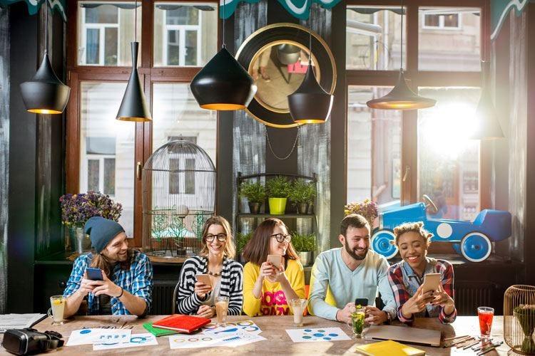 """Giovani attenti a cibo e design Il 40% sceglie i locali più """"social"""""""