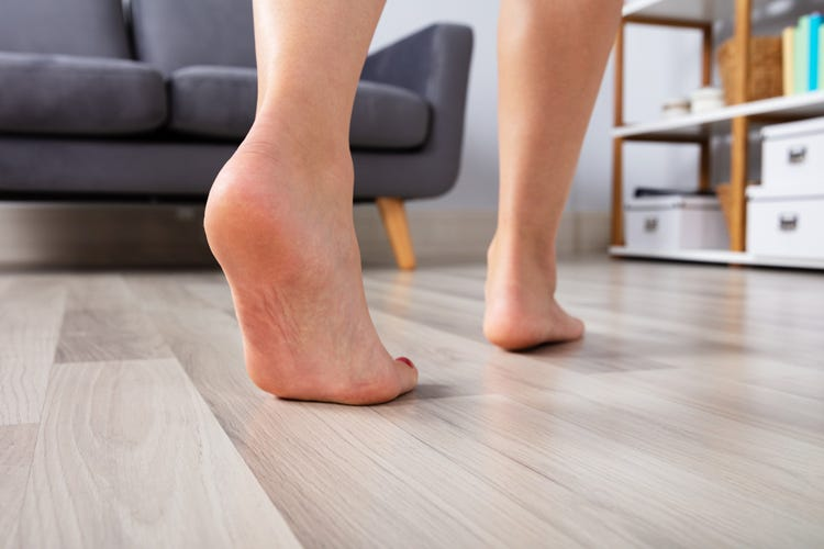 Camminare a piedi scalzi migliora circolazione e postura - Italia ...