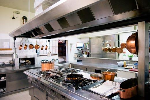 un vero ristorante dove il cliente viene avvolto da attenzioni e premure e in una stagione come questa ad esempio nellattesa dei piatti ordinati riceve