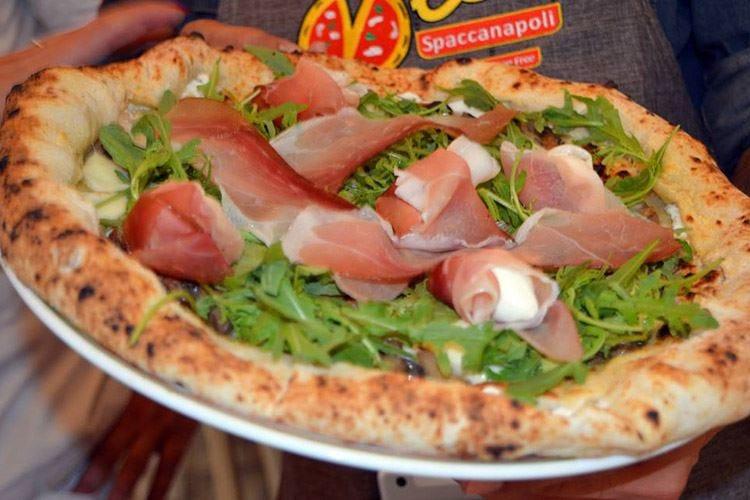 La pizza Vesi nel centro di Caserta