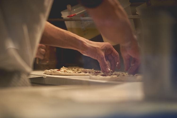 Pizza, forno a legna o elettrico? Poco importa, basta la passione