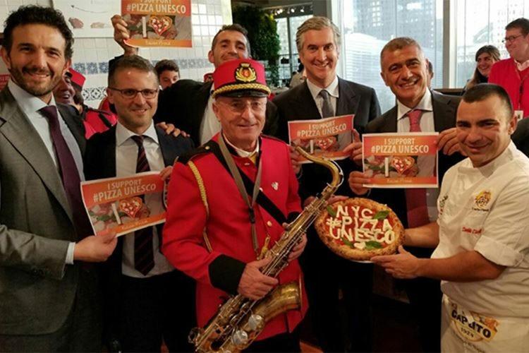 Al Parlamento europeo raccolta firme per candidare la pizza patrimonio Unesco