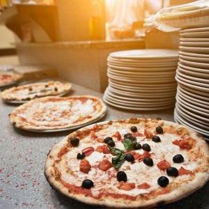 Amanti mondiali di pizza, all'assaggio! Al Campionato se ne £$mangiano$£ di ogni