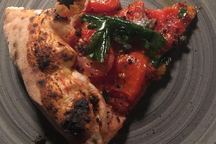 Pizze gourmet e bollicine per i due anni de La Filiale