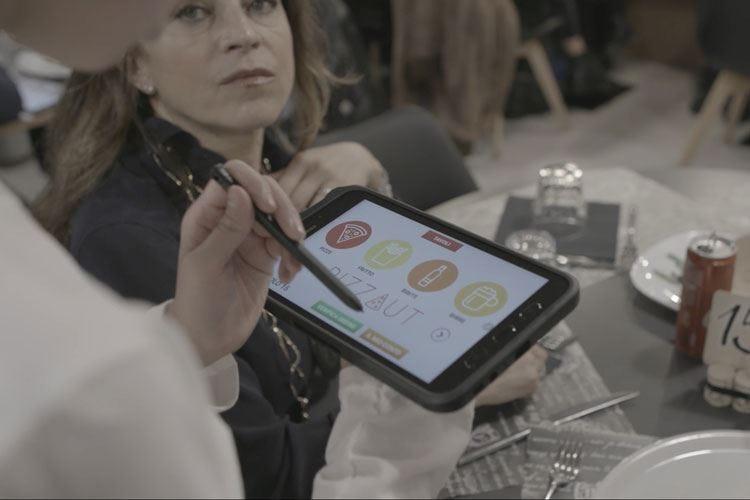 Una pizzeria gestita da ragazzi autistici Da Samsung l'app per realizzare un sogno