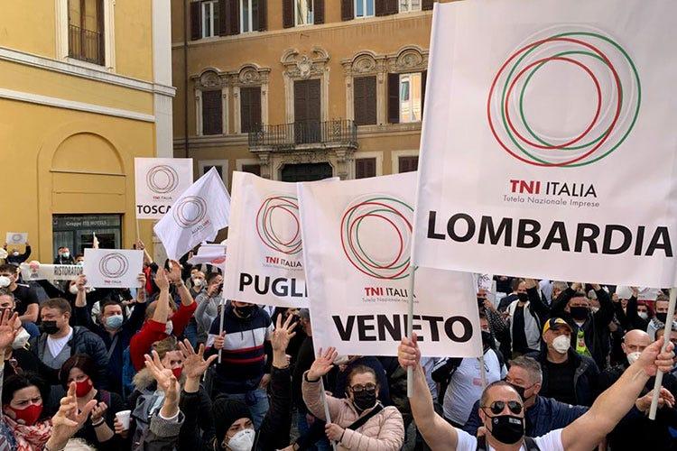 Il presidio dei ristoratori a Roma - Dalla prosteta al presidio a oltranza A Roma, i ristoratori in piazza