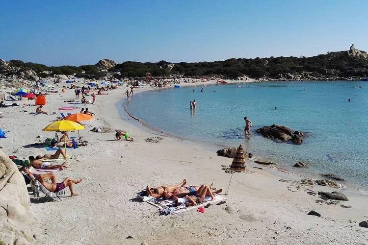 Punta Molentis a numero chiuso In spiaggia solo 300 bagnanti