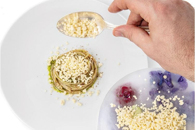 Spaghetti iodati, olio all'aneto, neve di rafano