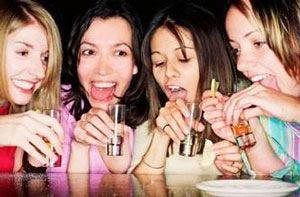 Adolescenti e abuso di alcol Più attenzione da parte dei genitori