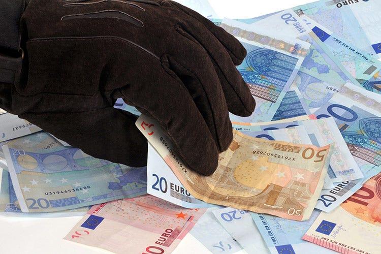 170mila euro nascosti in casa, i due coniugi ricevevano il reddito di cittadinanza -  Napoli, reddito di cittadinanza a due coniugi con 170mila euro