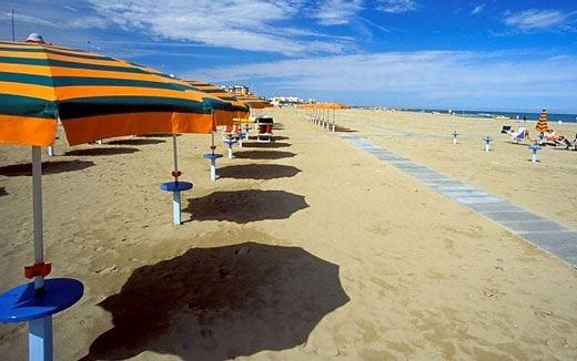 Italiani in vacanza a tutti i costi Si chiedono prestiti per andare in ferie