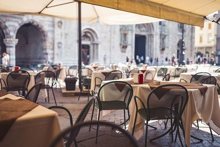 Il covid frena la corsa di Milano Troppi ristoranti non riaprono più