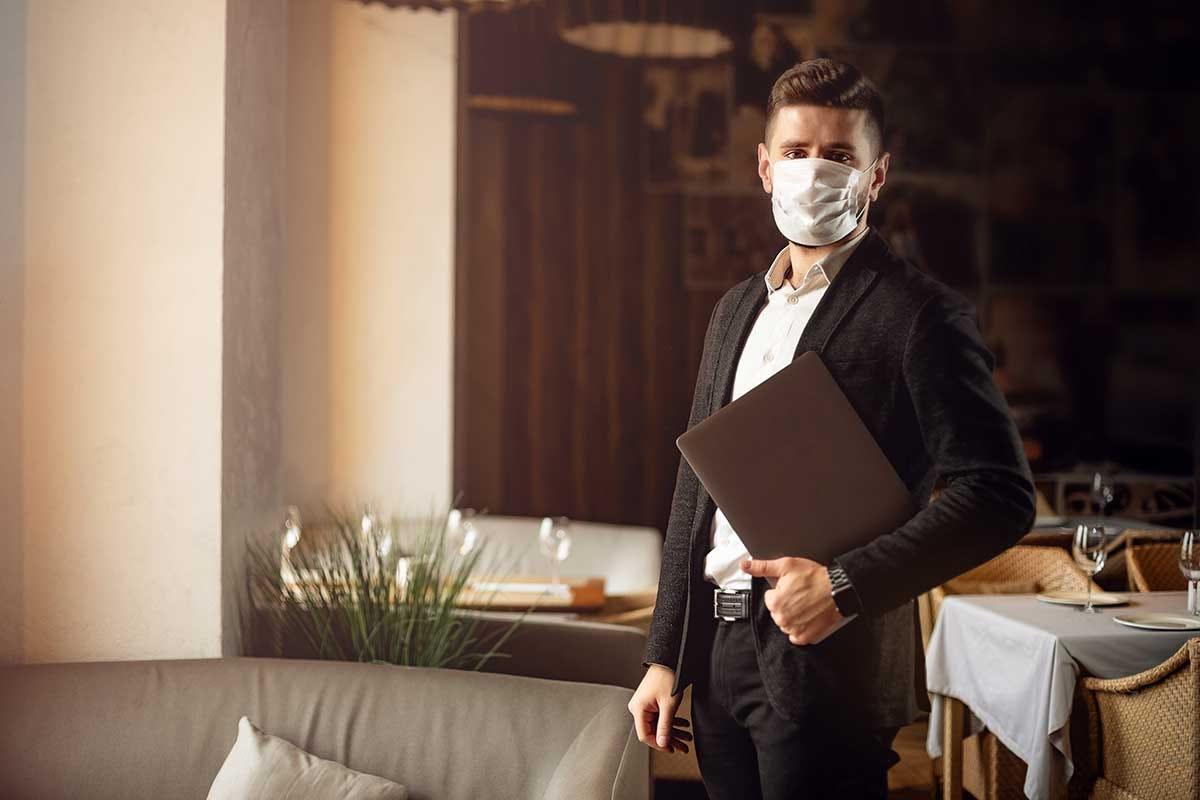 Al ristorante anche il personale avrà l'obbligo di esibire il green pass Green pass, dal 5 agosto al ristorante ci si siede solo con una dose di vaccino