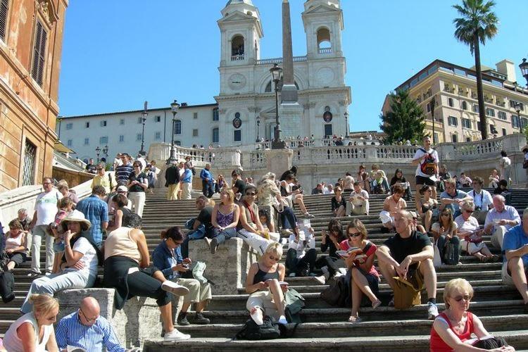 Roma, a Trinità dei Monti scatta il divieto di bivacco