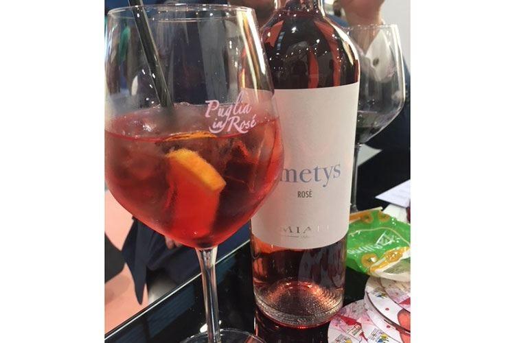 Il rosato, protagonista nella mixology Puglia in Rosé guarda ai cocktail estivi