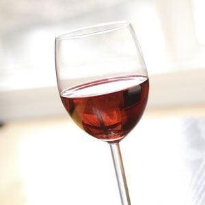 Vino rosso alleato della pelle Un aiuto contro le scottature
