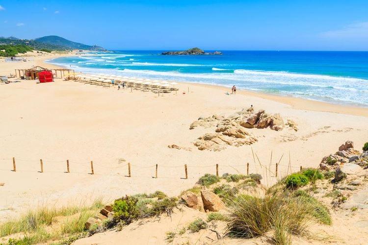 Sardegna, rubano 40 chili di sabbia Denunciati due turisti francesi