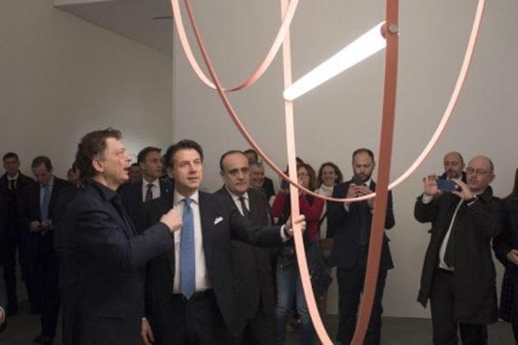 Salone del Mobile, taglio del nastro Conte: «Milano capitale del design»