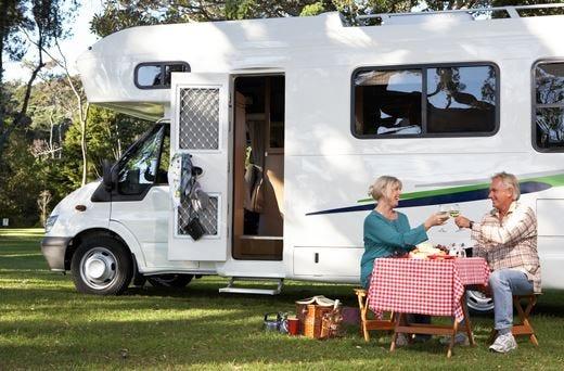 Vacanze low cost, si torna agli anni '70In viaggio con tenda, roulotte o camper