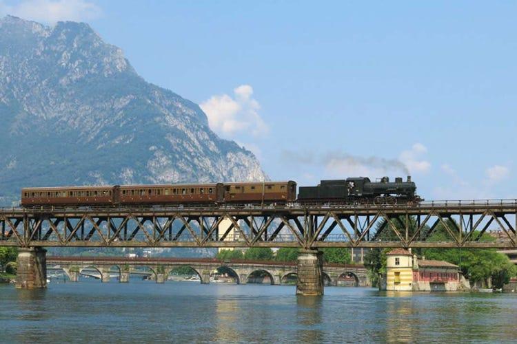 Alla scoperta dei laghi lombardi a bordo di treni d'epoca e piroscafi