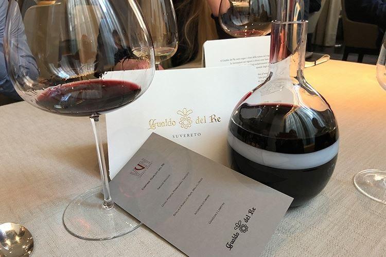 """""""ƒ"""", selezione di uve di Gualdo del Re conservate nel vetro soffiato di Murano"""