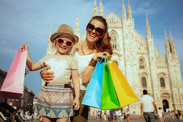 (Fenomeno shopping tourism Milano capitale mondiale)
