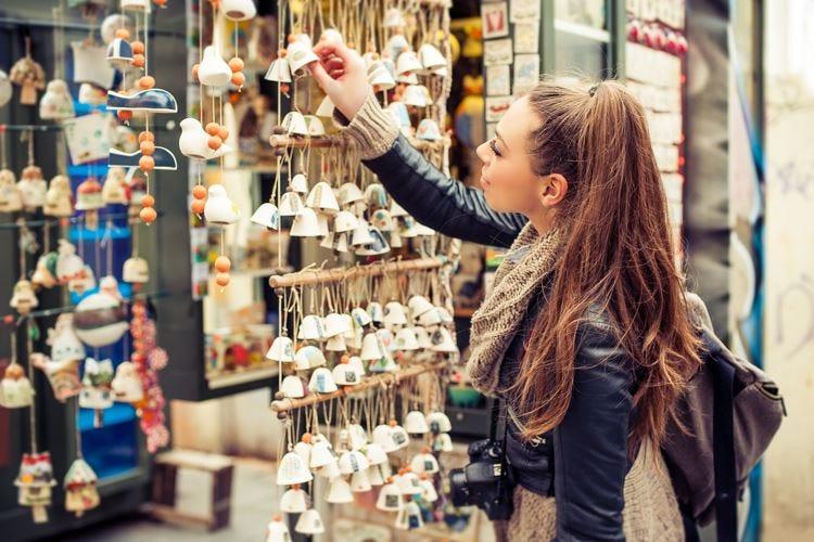 Turisti per shopping In Italia sono 2 milioni l'anno