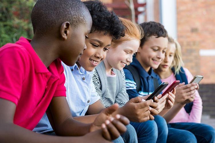 Gli smartphone condizionano il cervello Una terapia può guarire dal disturbo