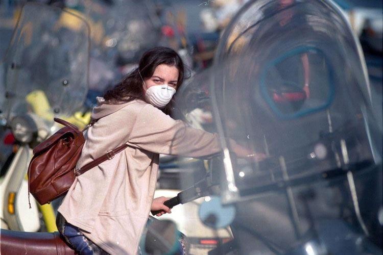Città soffocate dallo smog «7 su 10 disposti a lasciare l'auto»