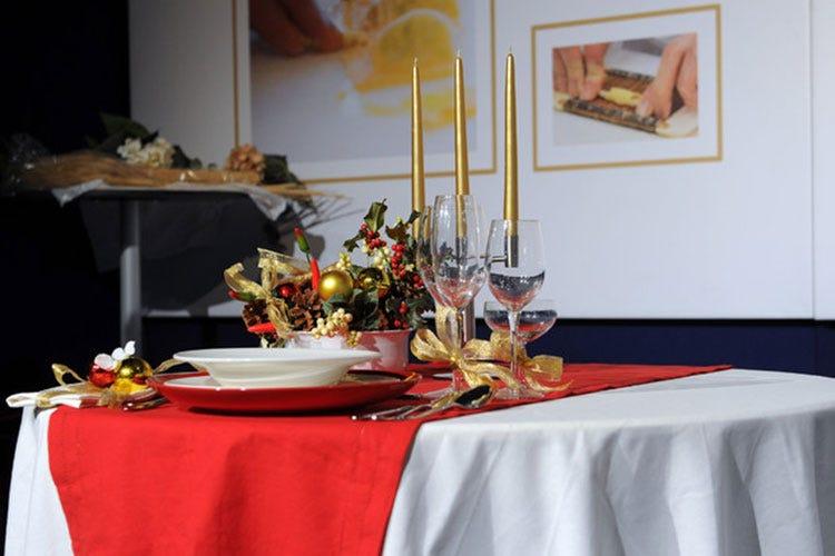 La tavola di Natale di quest'anno sarà più povera, ma ricca di tipicità - Natale, la spesa degli italiani scende a 82 euro a famiglia