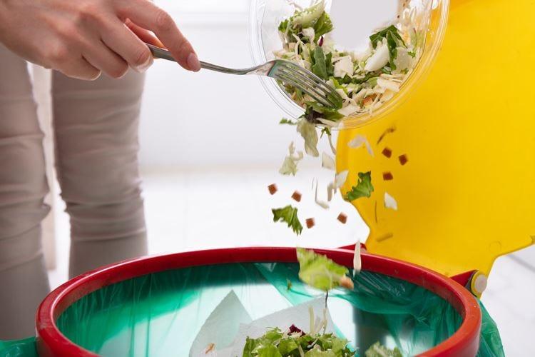 Cala lo spreco di cibo nei locali Ma ¼ della produzione si butta via