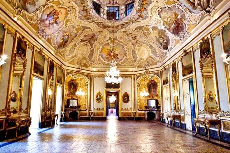 Le decorazioni di Palazzo Biscari (Spumanti dell'Etna, a Catania le bollicine del vulcano)