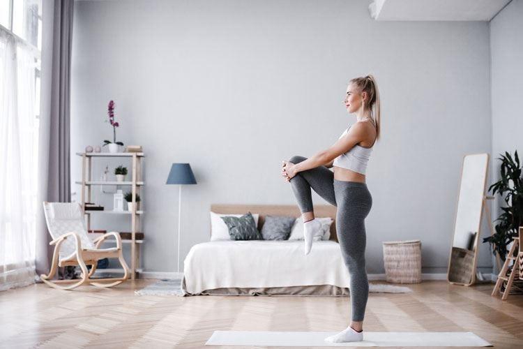 Le 5 posizioni dello stretching per combattere dolore e rigidità