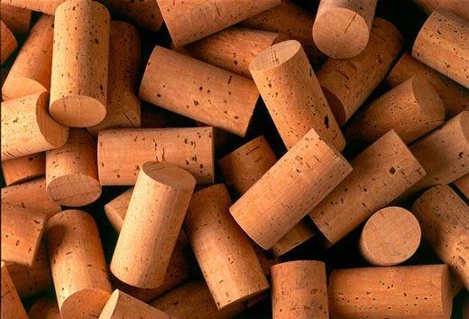 Tappo in sughero per l'85% degli italiani Una garanzia per la qualità del vino