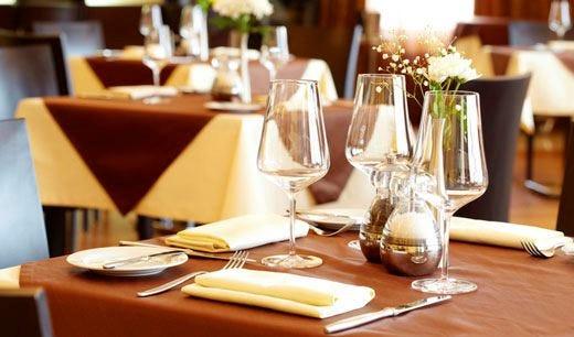 Italiani cuochi casalinghi Dimezzate le cene al ristorante