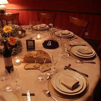 Il ritorno del tavolo rotondo al ristorante senza gerarchie italia a tavola - Tavoli rotondi per catering ...