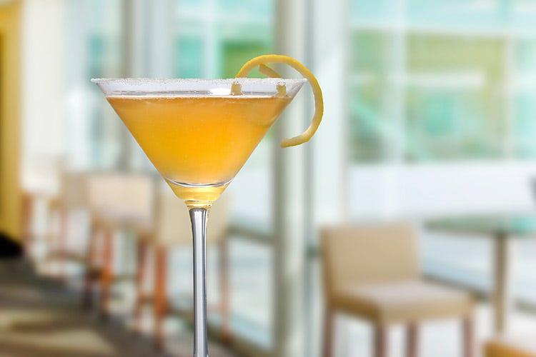 (Quando il tè caldo incontra i cocktail Una nuova frontiera per la mixology)
