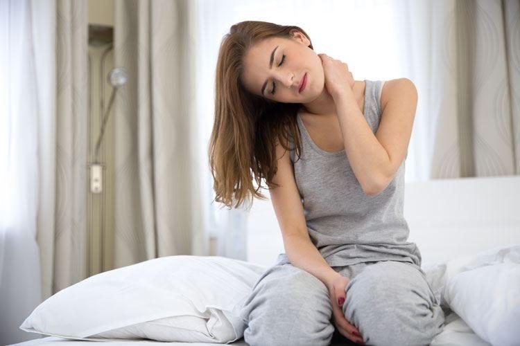 Torcicollo, doccia e stretching possono servire ad alleviare il dolore