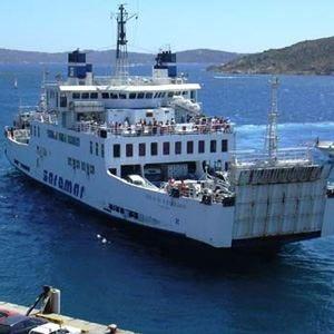 Traghetti ancora cari per la SardegnaDona (Unc): «Un danno per il turismo»