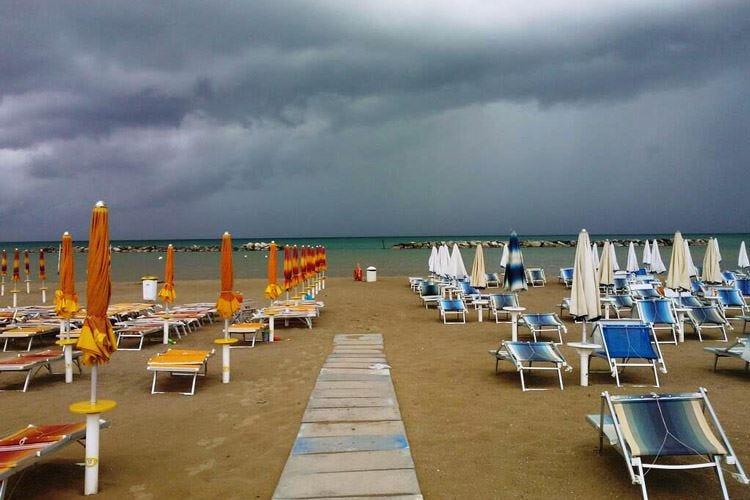 Turismo, il maltempo gela gli affariFipe: «Persi 2,9 miliardi di euro»