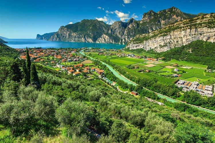 Tutto il buono del lago di Garda Vino, olio e dolci fanno il pienone