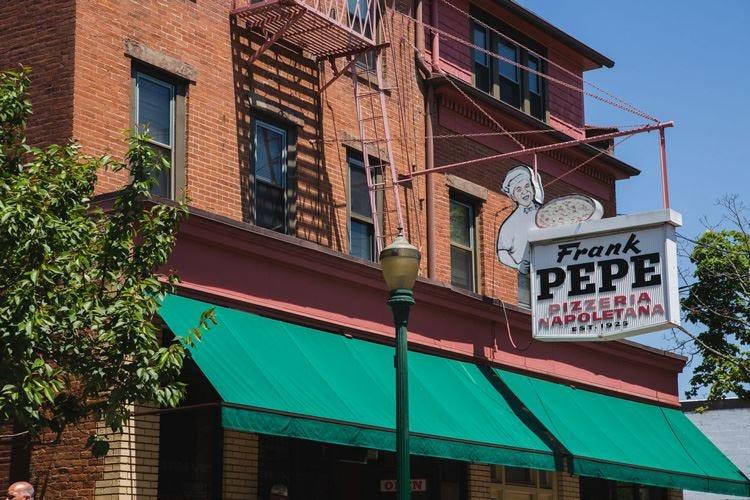 Anche in Usa c'è un  Frank Pepe che spopola tra le pizzerie