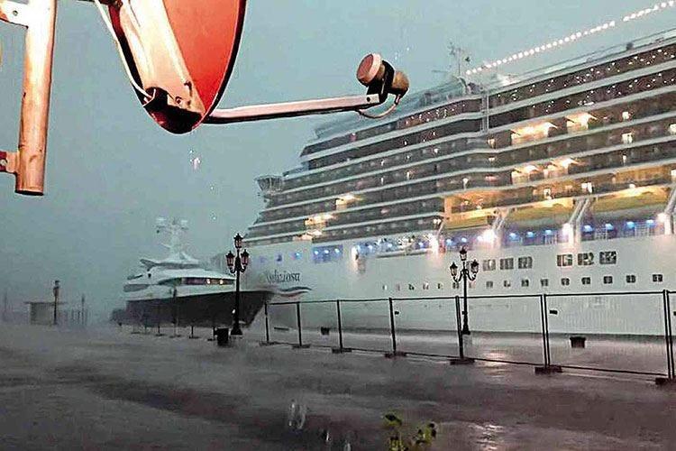 Venezia, altra nave, altro rischio La politica sta ancora a guardare