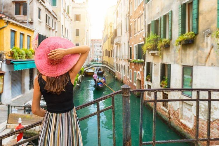 Venezia, stretta sul decoro urbano A vigilare anche bar e ristoranti