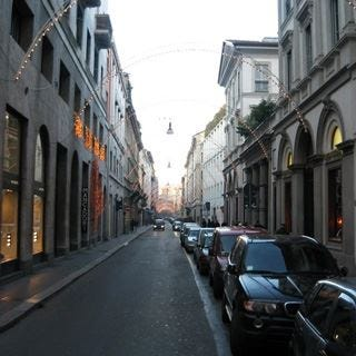 A Milano negozi aperti il 1° maggio Critiche dai sindacati