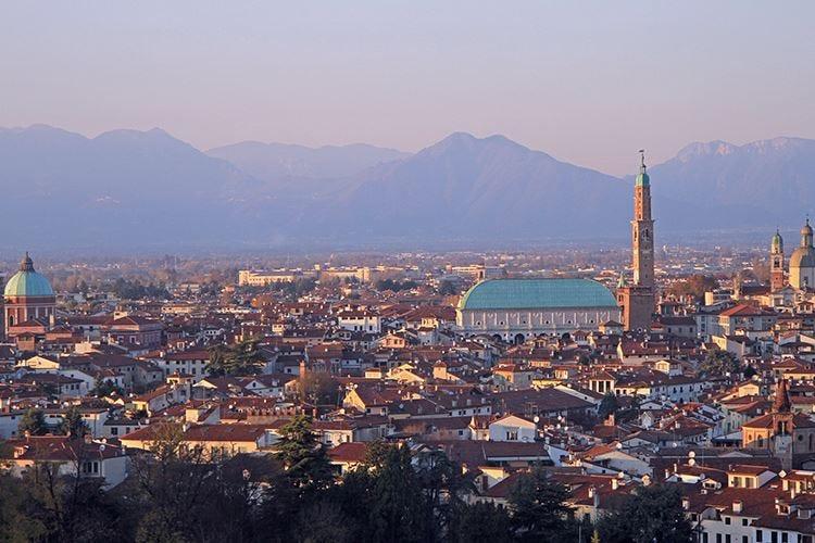 Vicenza dichiara guerra al kebab Le minoranze: come le leggi razziali